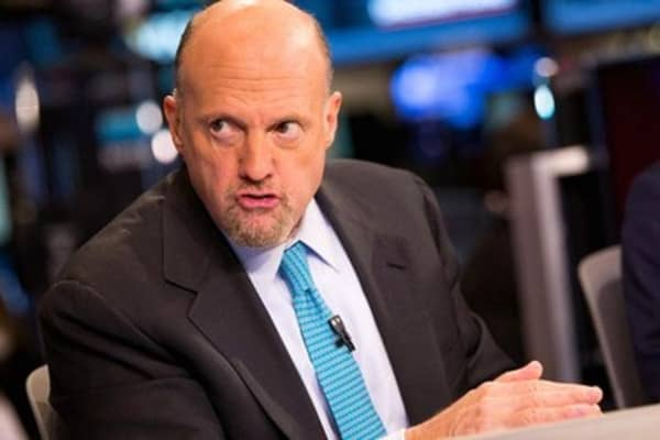 Cramer: Watch these Apple headlines