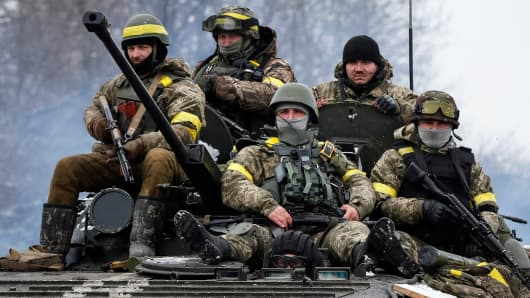 Members of the Ukrainian armed forces ride on an armored personnel carrier near Debaltseve, eastern Ukraine, February 10, 2015.