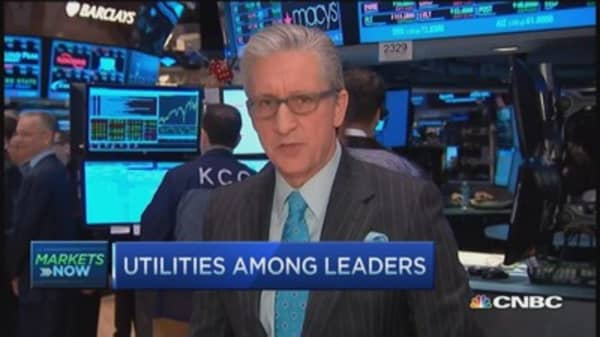 Pisani's market open: Stocks modestly lower
