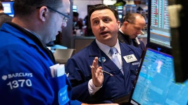 Data in focus as investors digest Fed minutes
