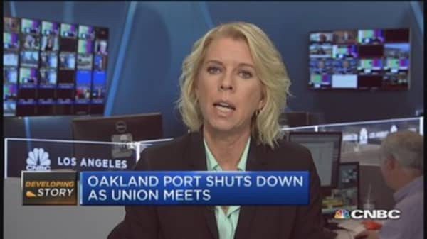 Oakland port shuts down as union meets