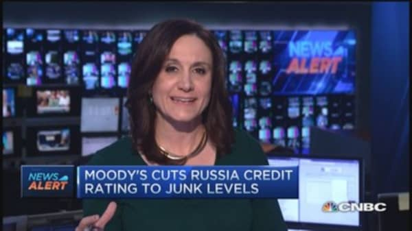 Moody's cuts Russia to junk