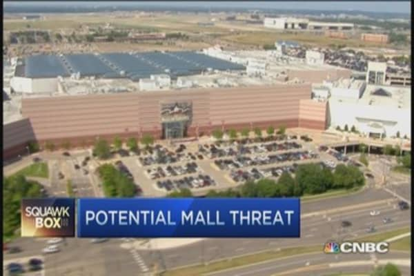 Government issues mall warning