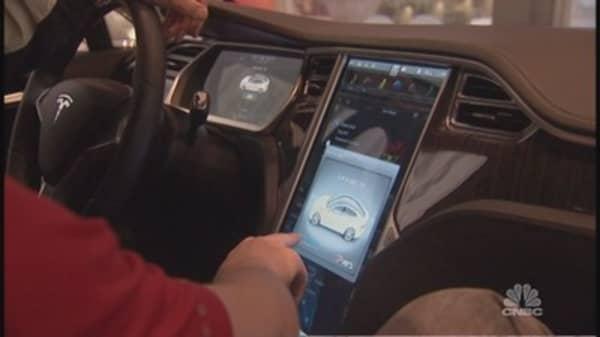 Apple & Google car tech battle heats up