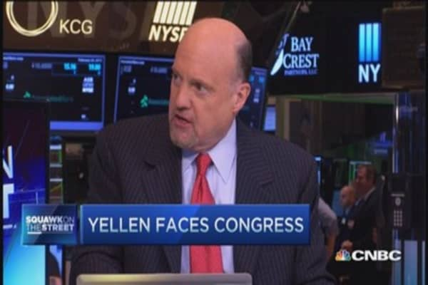 Cramer: Yellen can stall on Fed rates
