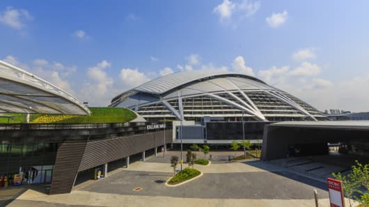 A picture of the Singapore stadium and brand new Sports Hub.