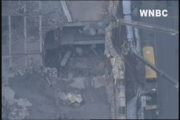 Partial building collapse in midtown Manhattan