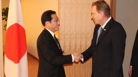 Vern Buchanan Meets with Japanese Foreign Minister Fumio Kishida