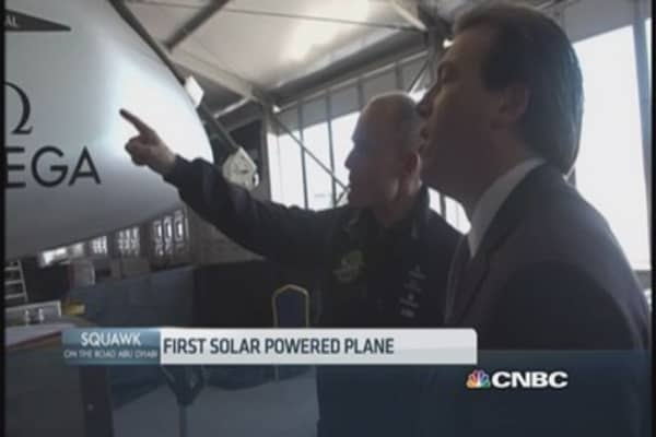 Solar-powered plane set to tour the globe