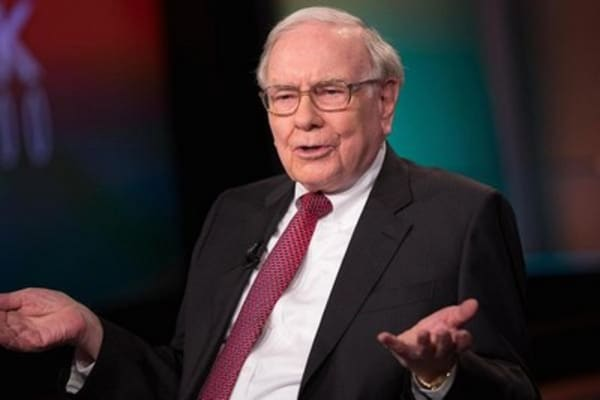 Buffett places his bets on Hillary Clinton