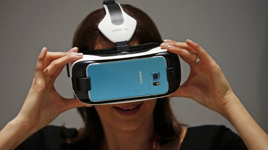 A woman uses a Samsung's new virtual reality headset called the Gear VR Innovation Edition during the Mobile World Congress in Barcelona, Spain, March 2, 2015.