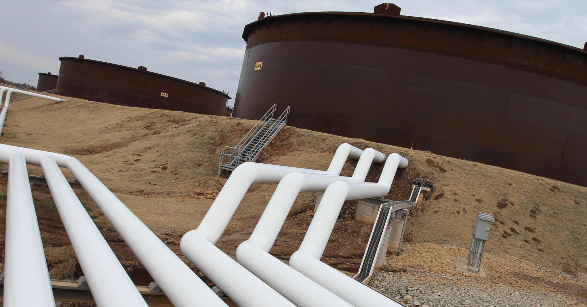 Oil prices tank as US crude and fuel stockpiles jump