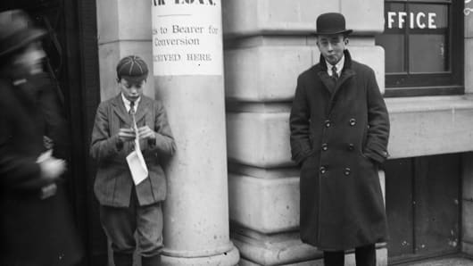 A boy donating money to the war effort through the Victory War Loan scheme.