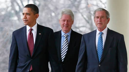 US President Barack Obama (L) former President Bill Clinton (C) and former President George W. Bush (R) in 2010.
