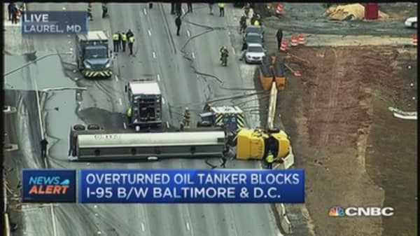 Overturned oil tanker blocks I-95 between D.C. & Baltimore