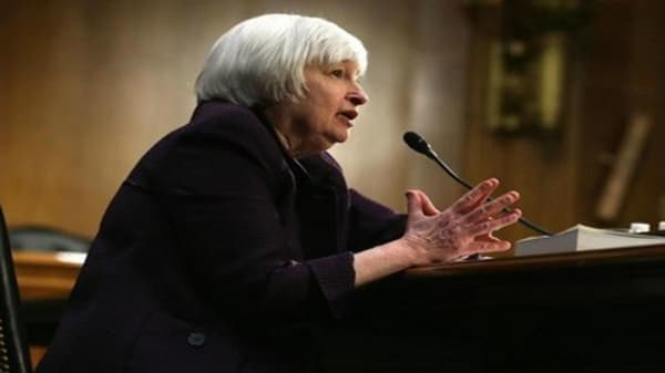Could strong dollar force Fed to stall rate hike?