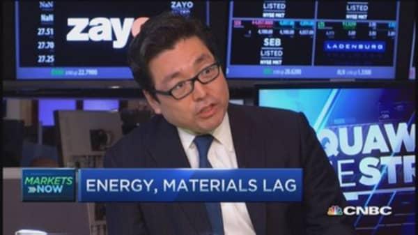 Headwind for earnings if dollar stays: Tom Lee