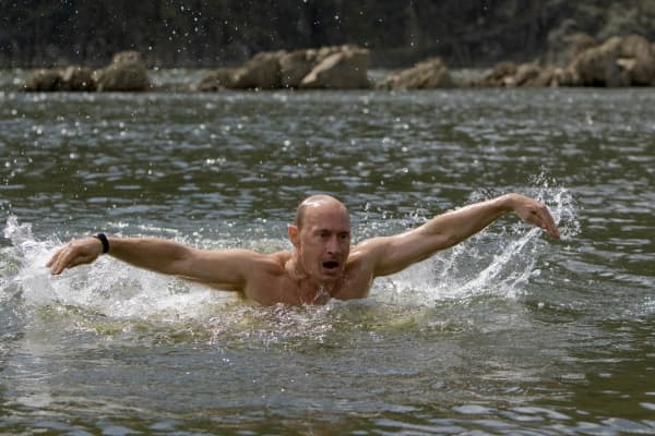 Vladimir Putin swims in a lake in southern Siberia's Tuva region August 3, 2009.