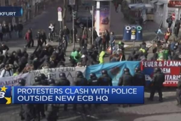 Anti-austerity protests hit Frankfurt