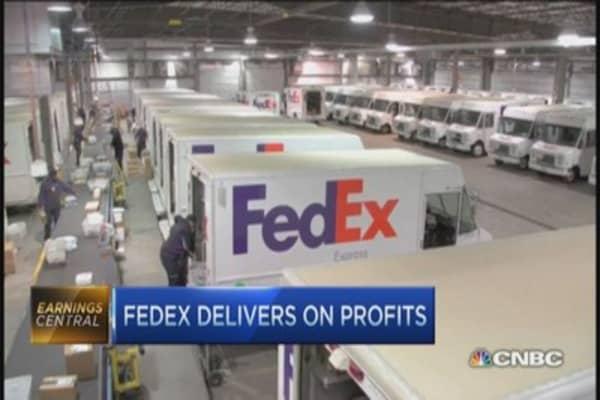 FedEx delivers on profits