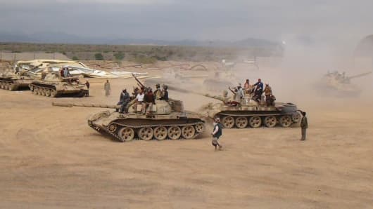 Southern People's Resistance militants loyal to Yemen's President Abd-Rabbu Mansour Hadi move tanks from the al-Anad air base in the country's southern province of Lahej March 24, 2015.