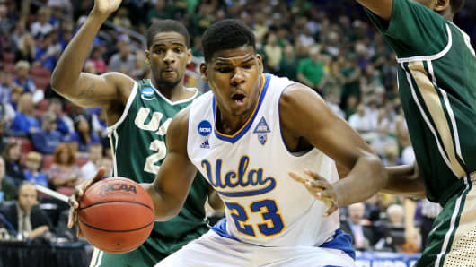 Tony Parker of the UCLA Bruins drives to the basket against the UAB Blazers during the third round of the 2015 NCAA Men's Basketball Tournament on March 21, 2015 in Louisville, Kentucky.