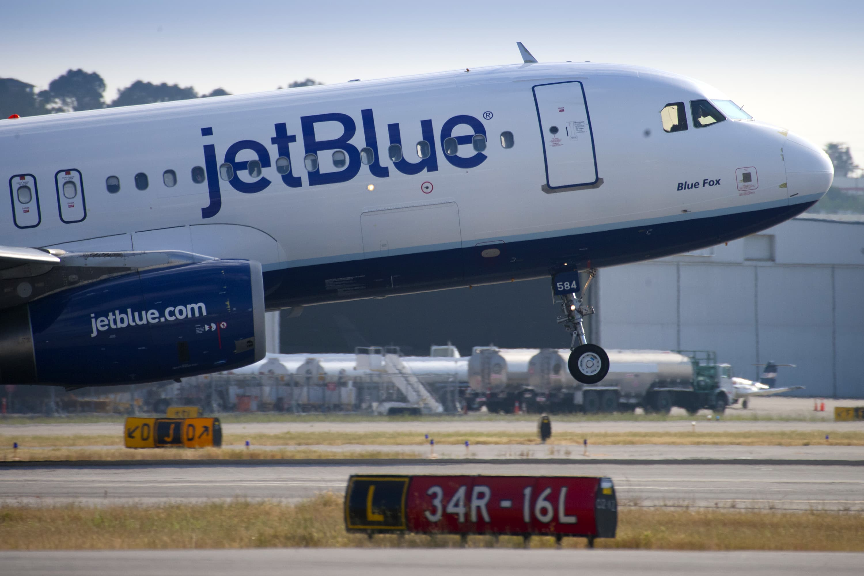 Spat Over Which Us Airlines Fly Government Workers Intensifies