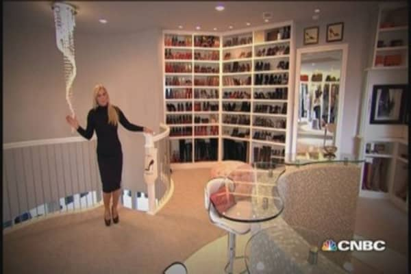 Inside america 39 s largest closet for Best walk in closets in the world