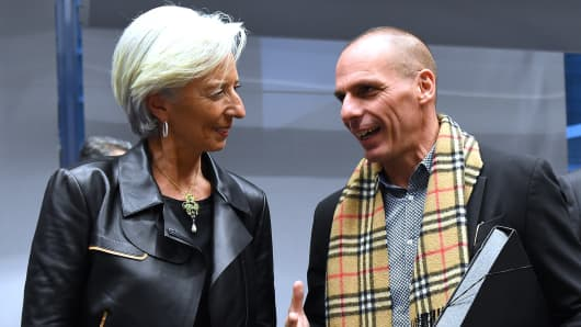 Greek Finance Minister Yanis Varoufakis (R) speaks with International Monetary Fund (IMF) Director Christine Lagarde during an emergency Eurogroup finance ministers meeting at the European Council in Brussels on February 11, 2015.