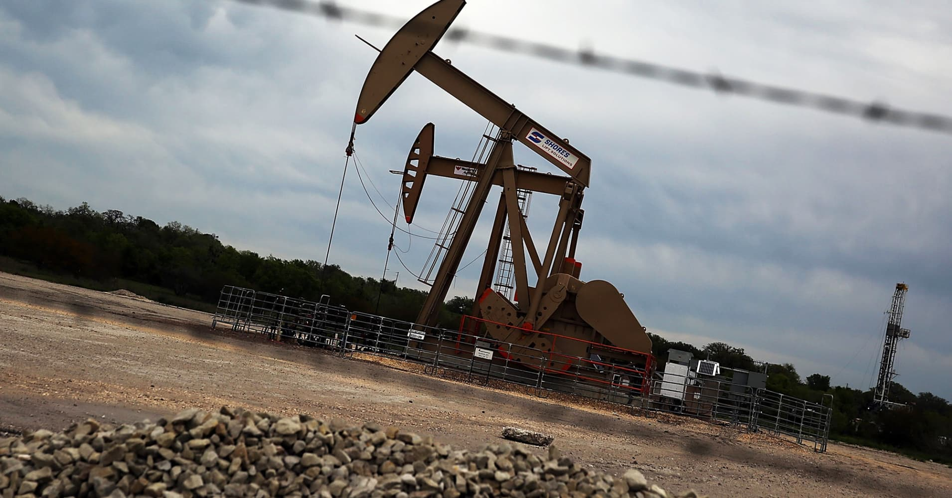 Oil prices drop as focus shifts to oversupply