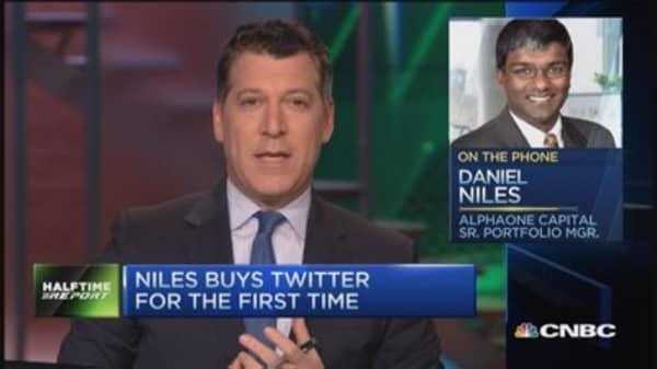 Twitter bear turns bullish