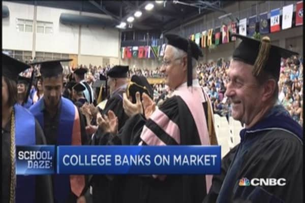 Tuition free college banks on market