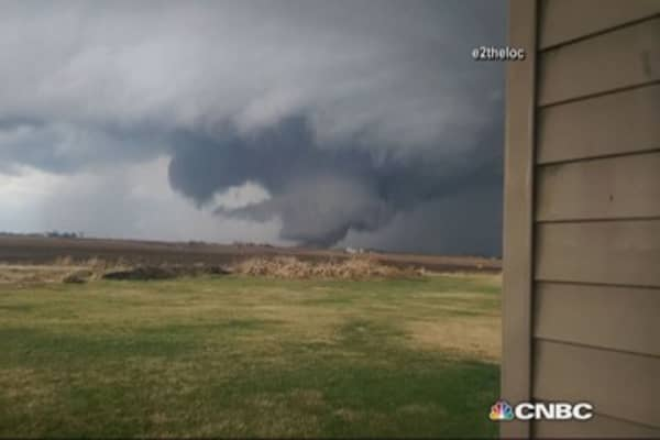 Tornadoes kill one, devastate in Illinois