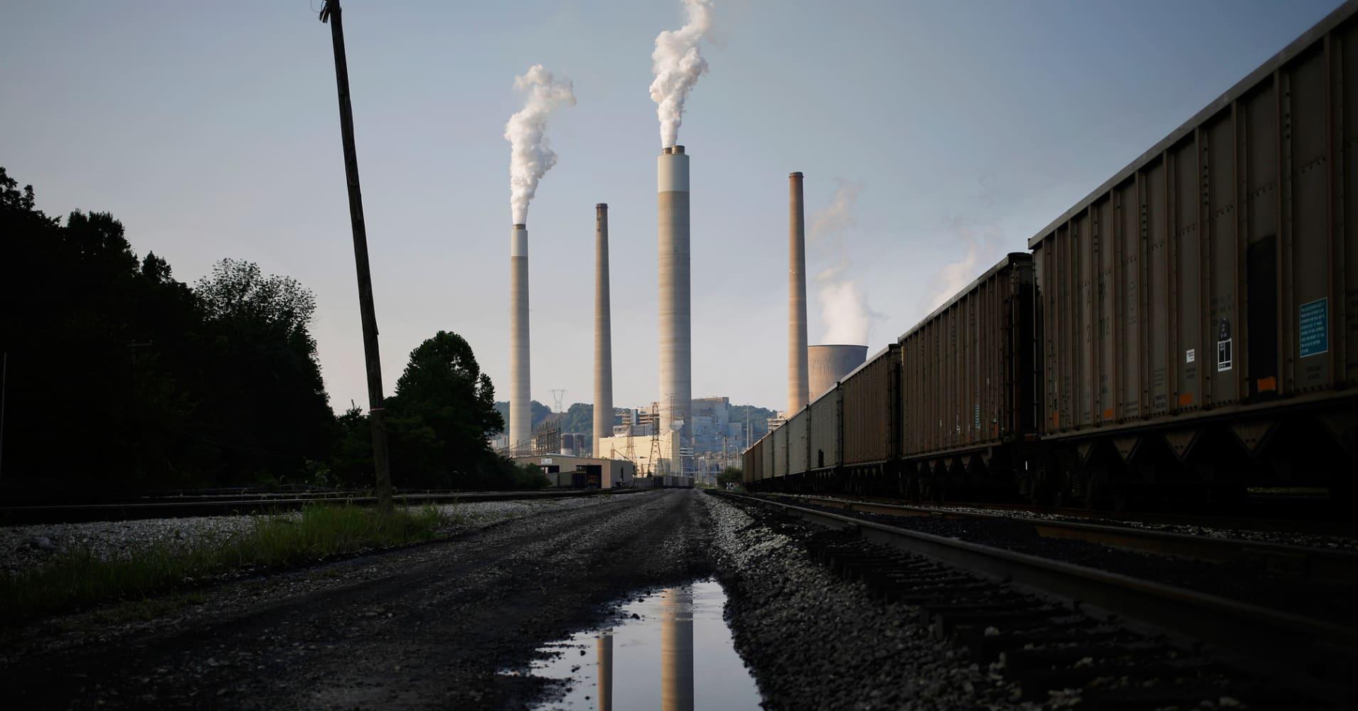 California Gov. Jerry Brown blasts Trump plan to scrap Obama clean power rule