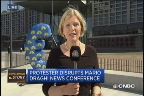 Female protester disrupts Draghi