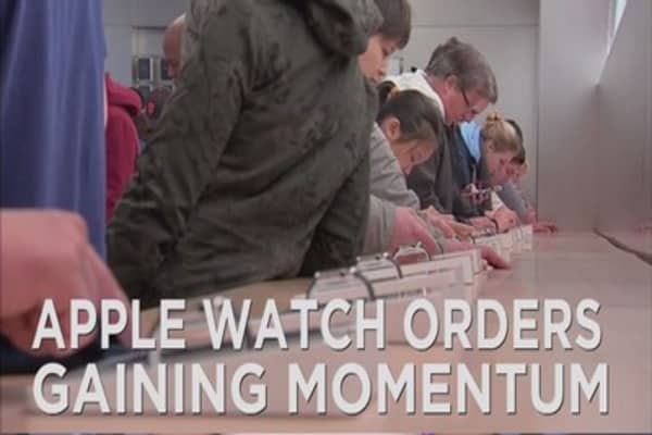 Apple Watch sales continue to rise