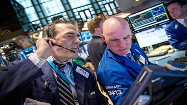 Wall Street's week limping to finish