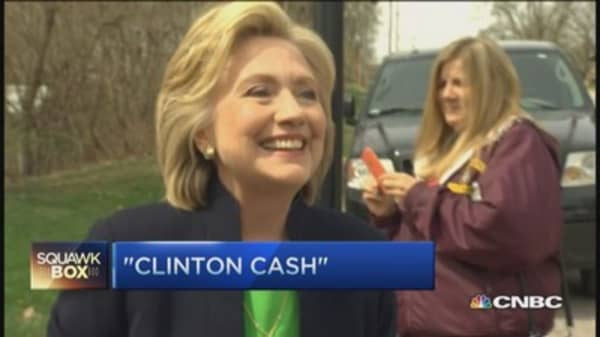 Eyeing Clinton's pile of cash