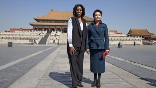 US First Lady Michelle Obama and Peng Liyuan, wife of Chinese President Xi Jinping, pose for photographs as they visit the Forbidden City in Beijing, China.