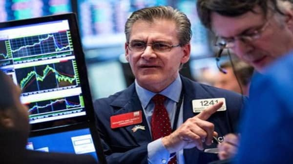 Wall Street seeks to extend rebound