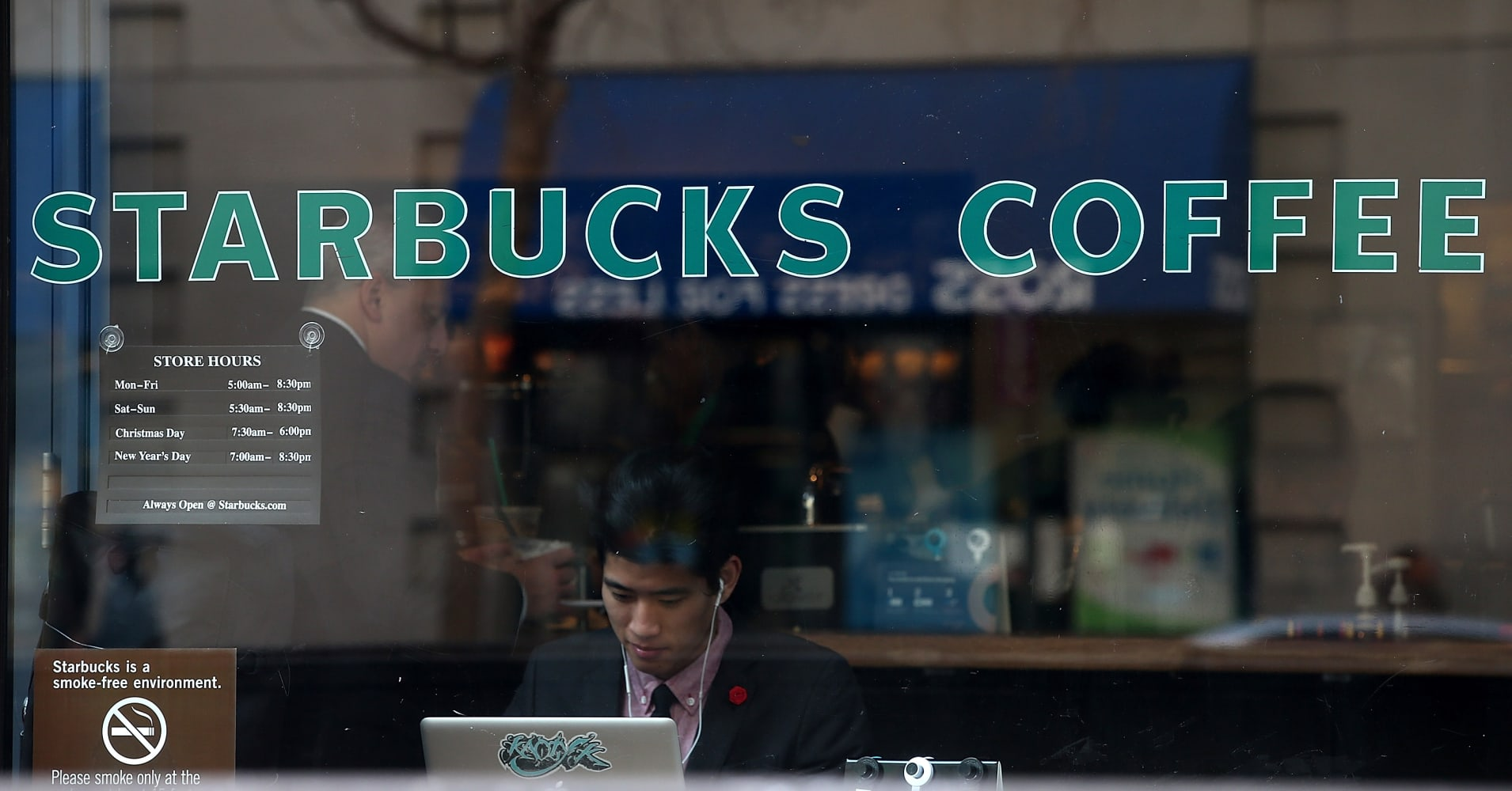 Starbucks systems back up after nationwide outage