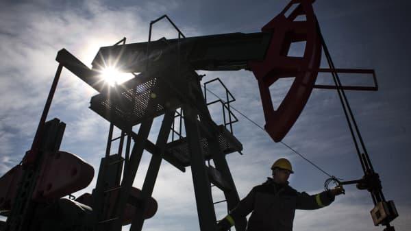 crude oil production oil derrick