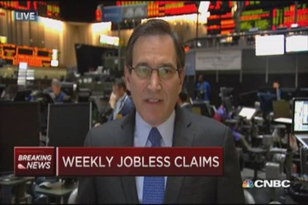 Weekly jobless claims up 1,000 to 295,000