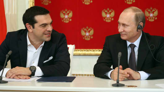 Russian President Vladimir Putin (R) and Greek Prime Minister Alexis Tsipras attend a joint press conference at the Kremlin on April 8, 2015 in Moscow, Russia.