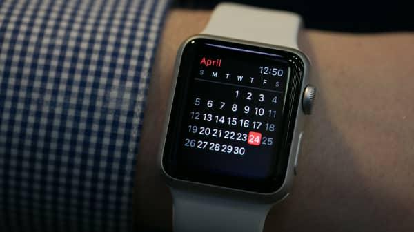 Apple Watch calendar displayed.