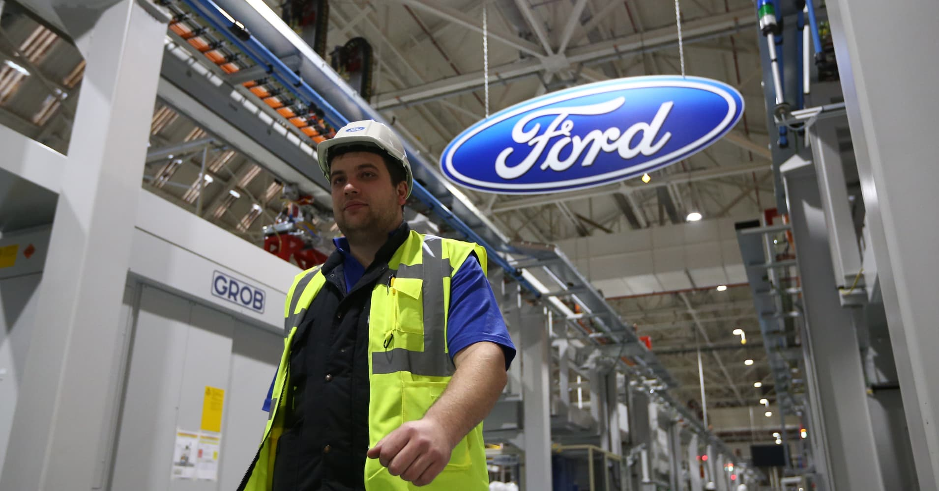 Ford motor posts earnings of 23 cents a share vs 26 cents for Ford motor company financial analysis 2015