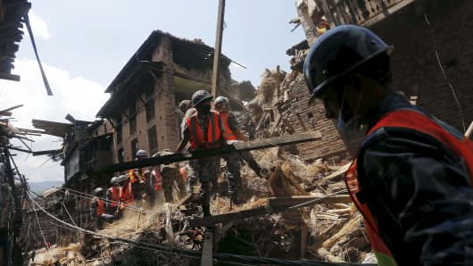 Nepalese army personnel clear the debris of a collapsed house as they carry out rescue operations following Saturday's earthquake in Bhaktapur, Nepal April 27, 2015.