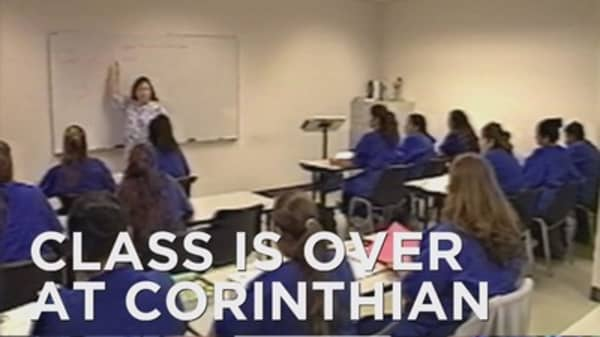 Corinthian closes its schools