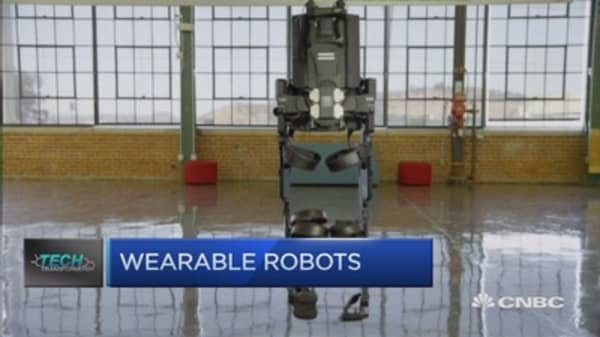 This wearable robot helps people walk