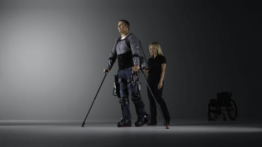 Ekso Bionic Suit Helps Paraplegic Walk Again